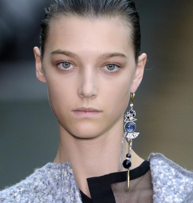 Womens-Jewellery-One-Earring-Trend